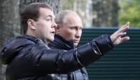 Putin ve Medvedev Ne Kadar Kazanıyor?