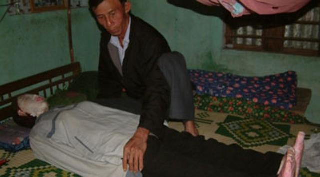 9 yıldır karısının cesediyle uyuyor
