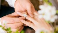 Azerbaycan'da Evlilik Yaşı 18'e Çıkarıldı