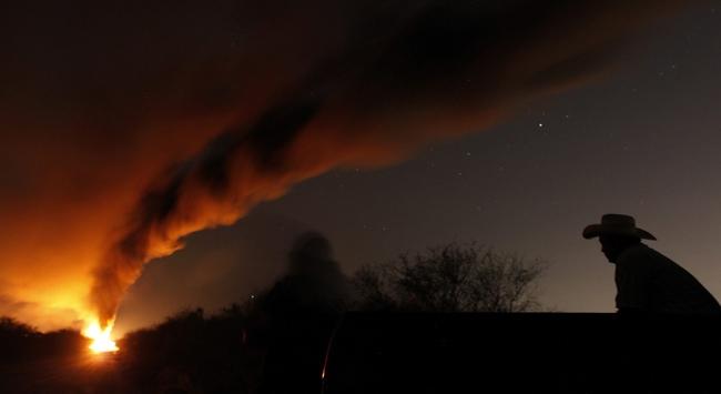 Meksikada devrilen yakıt tankerinde patlama: 13 ölü