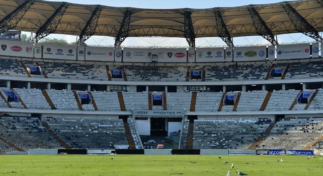 İnönü Stadının koltukları yeniden takılacak