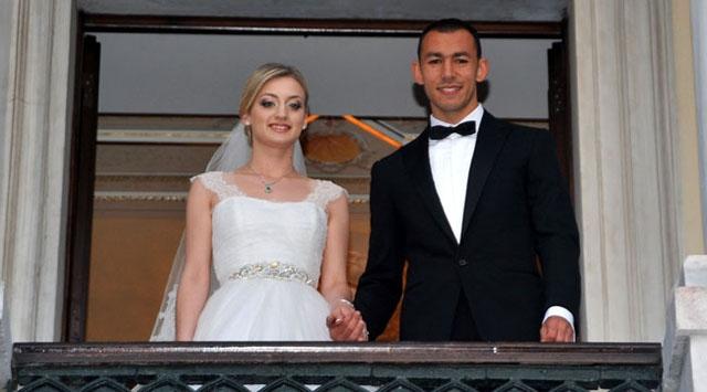 Galatasarayın yıldız futbolcusu evlendi