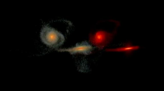 İki galaksi işte böyle çarpışıyor