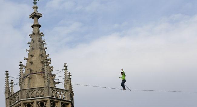 St Stephen Katedralinde ölümle dans