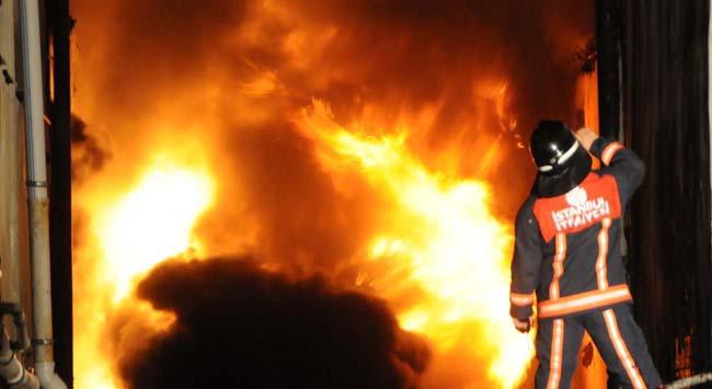 Kargo deposunda yangın