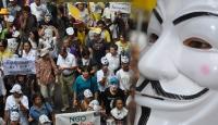 """Taylandda """"beyaz maskeli"""" gösteri"""