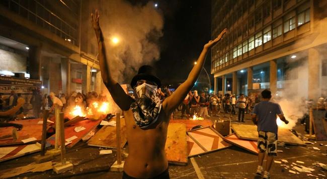 Brezilyadaki gösteriler şiddetleniyor!