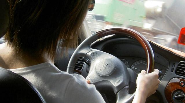 İngilterede telefon kullanırken ölümlü kazalara sebep olan sürücülere ömür boyu hapis cezası geliyor