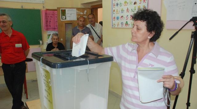 Arnavutlukta sol koalisyon önde