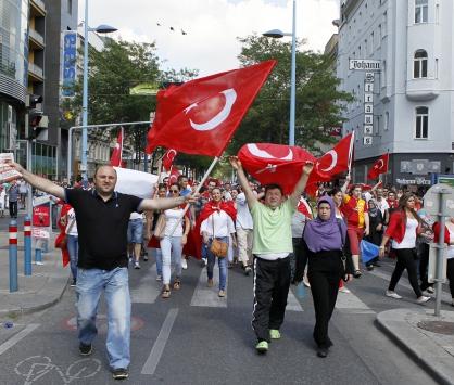 Başbakan Erdoğana Viyanada destek mitingi