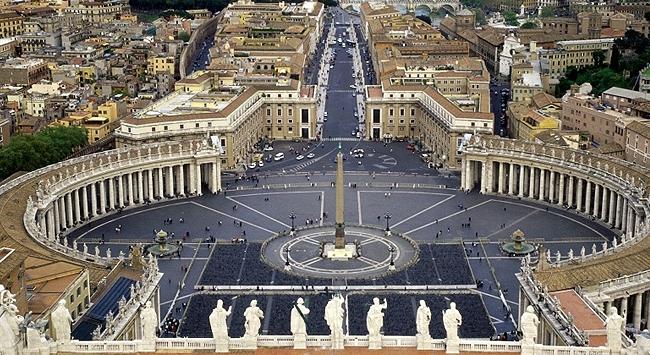 Vatikan çalkalanıyor