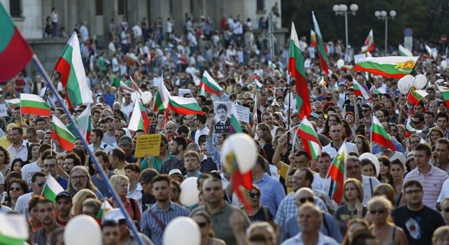 Bulgaristanda hükümet karşıtları sokakta