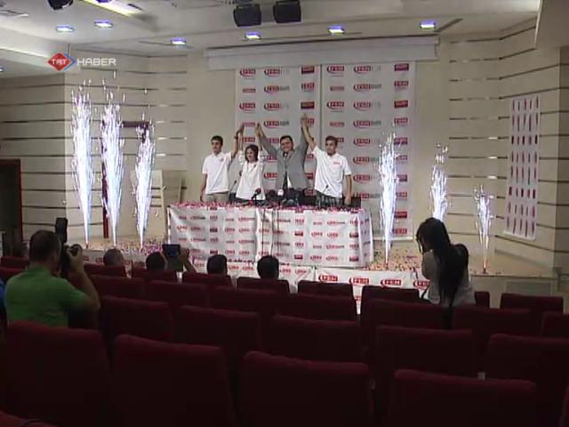 LYS şampiyonları başarılarını birlikte kutladı