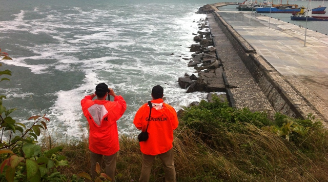 Amasrada denize düşen iki kişi kayboldu