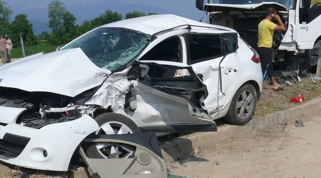 İzmirde trafik kazaları: 2 ölü, 1 yaralı