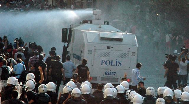 İstanbulda Gezi Parkı müdahalesi