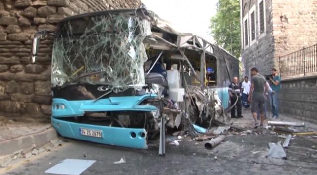İstanbulda halk otobüsü kaza yaptı