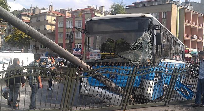 Yağmur Ankarada trafiği felç etti!