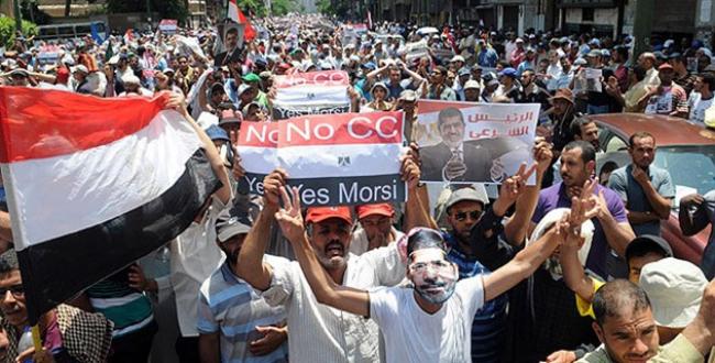 Mısır ordusundan darbe karşıtlarına gözdağı