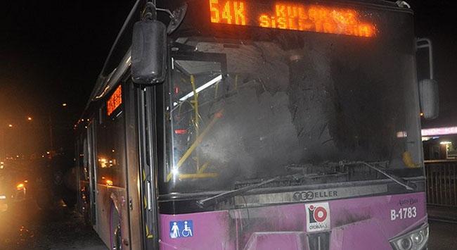 Belediye otobüsünü yaktılar