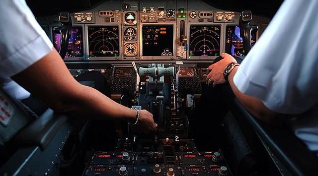 Pakistanda 150 pilota sahte belgeyle pilotluk yaptıkları iddiasıyla uçuş yasağı getirildi