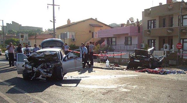 İzmirde feci kaza: 5 ölü, 7 yaralı