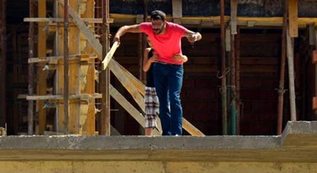 Kaçırdığı çocukla birlikte çatıya çıktı