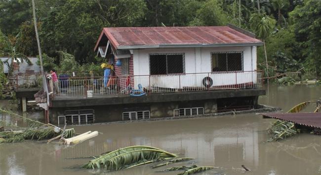 Filipinlerde Utor tayfunu: 23 balıkçı kayıp