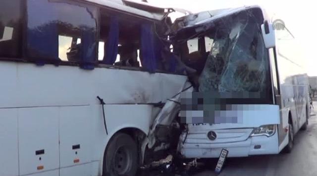 Çanakkalede iki otobüs çarpıştı