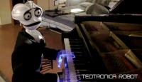 19 Parmaklı Şapşal Robot Büyülüyor