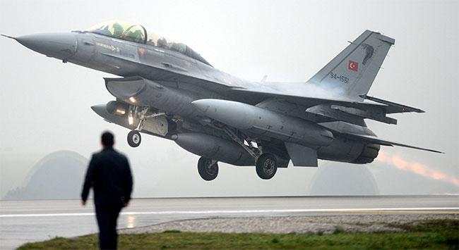 Suriye helikopteri püskürtüldü