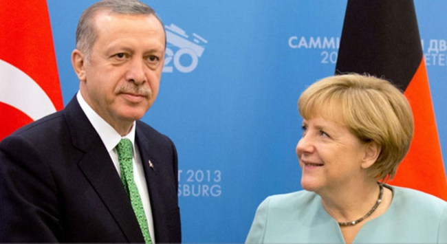 Dünya Merkelin bakışlarını konuşuyor