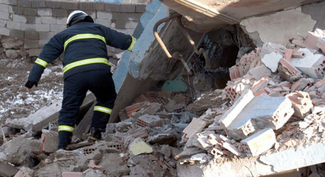 Beyoğlunda bir bina çöktü