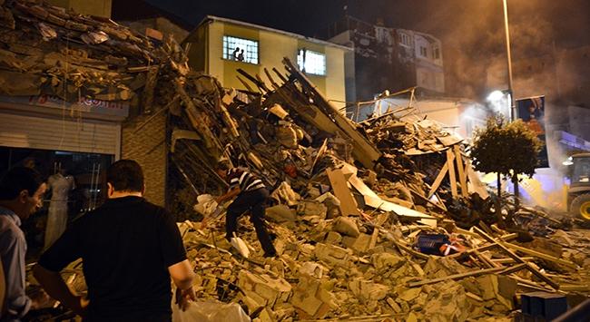 Kasımpaşada 4 katlı bina çöktü