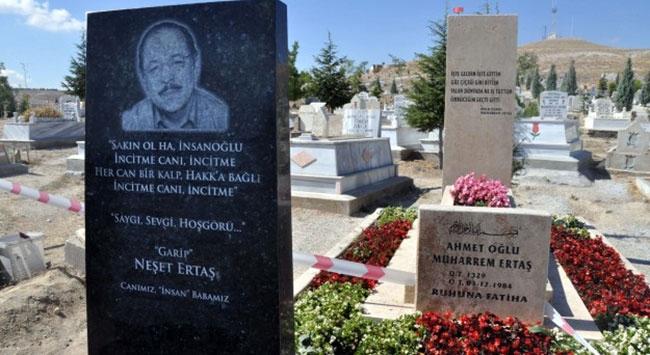 Neşet Ertaşa anıt mezar