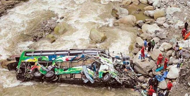 Yolcu otobüsü nehre uçtu: 50 Ölü