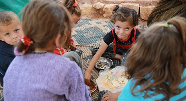 Suriyeli yetim çocuklara giysi yardımı