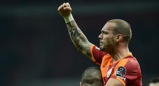 ManU Galatasaraya iki katını önerecek!