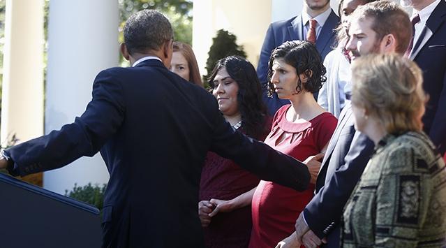 Obama kadını havada tuttu