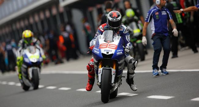 Lorenzo şampiyonluk umudunu koruyor