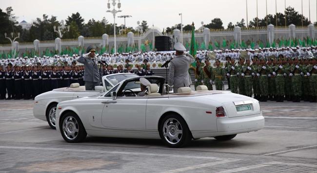 Türkmenistan 22 yaşında