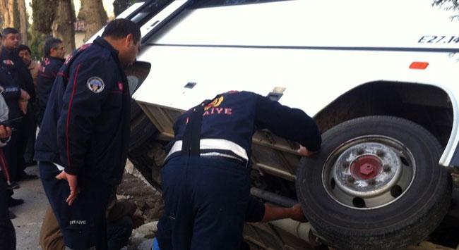 Servis midibüsü devrildi: 20 yaralı