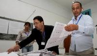 Tunus'ta Seçimlere Katılım Büyük