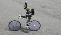 Bisikleti Sürmekle Kalmıyor