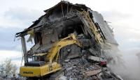 Van'da Ağır Hasarlı Binalar Yıkılıyor