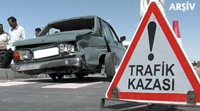 Sivasta trafik kazası: 2 ölü 1 yaralı