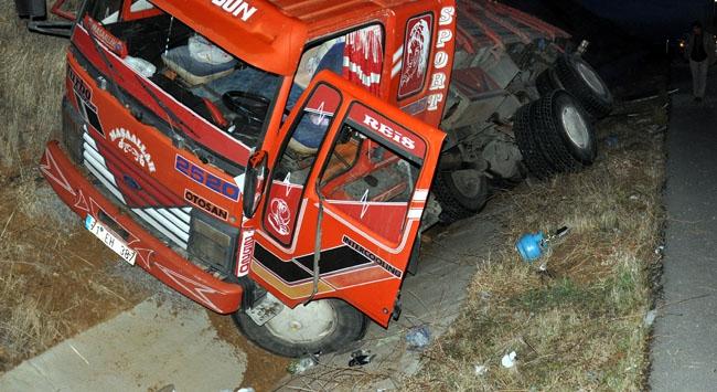 Kırıkkalede yolcu otobüsü ile kamyon çarpıştı: 20 yaralı