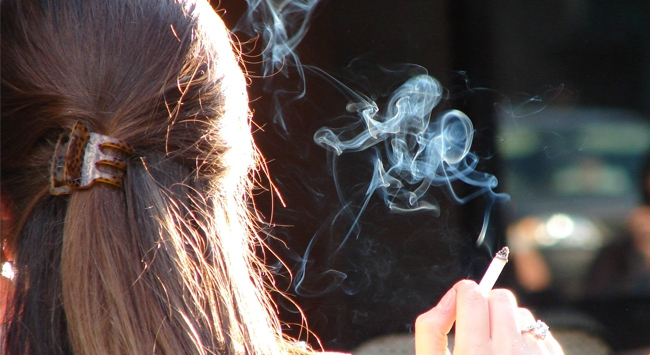 Kadýnlar sigaradan daha fazla etkileniyor