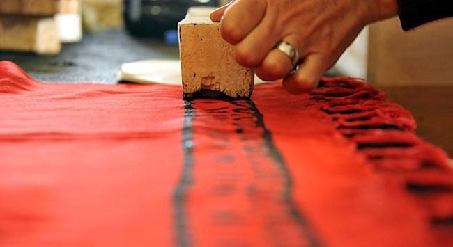 Asırlık kalıplarla Tokat yazması üretiyor
