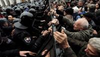 Ukrayna'da Göstericiler Parlamentoya Giriyordu